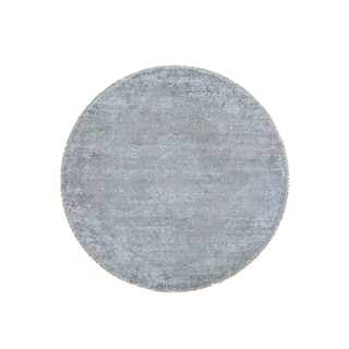"""Shahbanu Rugs Silver Wool And Pure Silk Broken Persian Design Round Hand-Knotted Rug (7'9"""" x 7'9"""") - 7'9"""" x 7'9"""""""