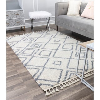CosmoLiving  Soft and Plush Geometric Moroccan Shag Tassel Area Rug