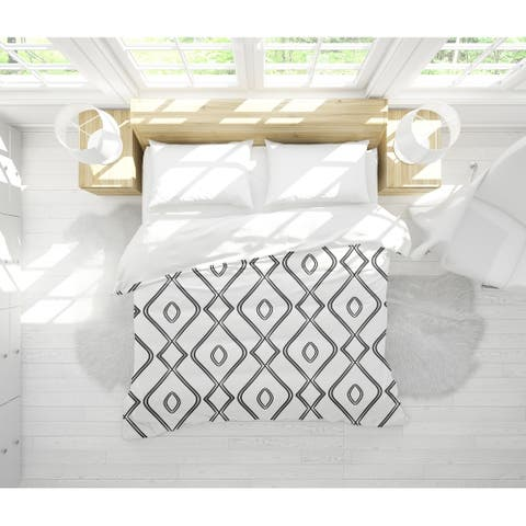 MODERN OGEE BLACK AND WHITE Light Weight Comforter By Becky Bailey