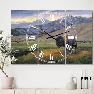 Designart 'One Ton Warrior' Large Traditional Wall Clock - 3 Panels - 36 in. wide x 28 in. high - 3 Panels