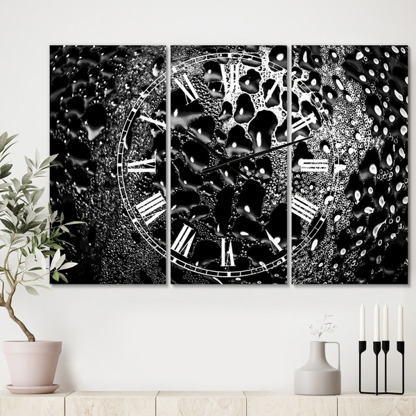 Designart 'Abstract Droplets 15' Oversized Modern Wall Clock - 3 Panels - 36 in. wide x 28 in. high - 3 Panels