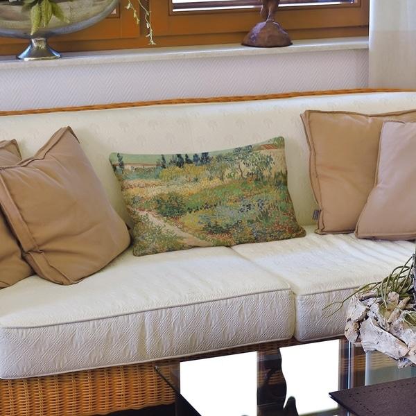 Bluhender Garten mit Pfad Lumbar Pillow