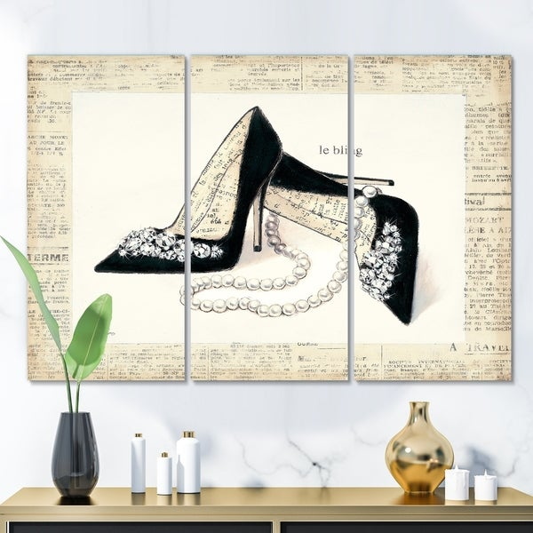 Designart 'Chic Galm Closet I' Fashion Gallery-wrapped Canvas
