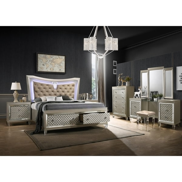 Best Quality Furniture Venetian Vanity 5-Piece Bedroom Set