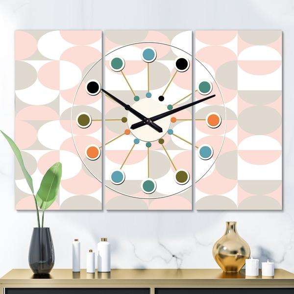 Designart 'Retro Circular Pattern III' Oversized Mid-Century wall clock - 3 Panels - 36 in. wide x 28 in. high - 3 Panels
