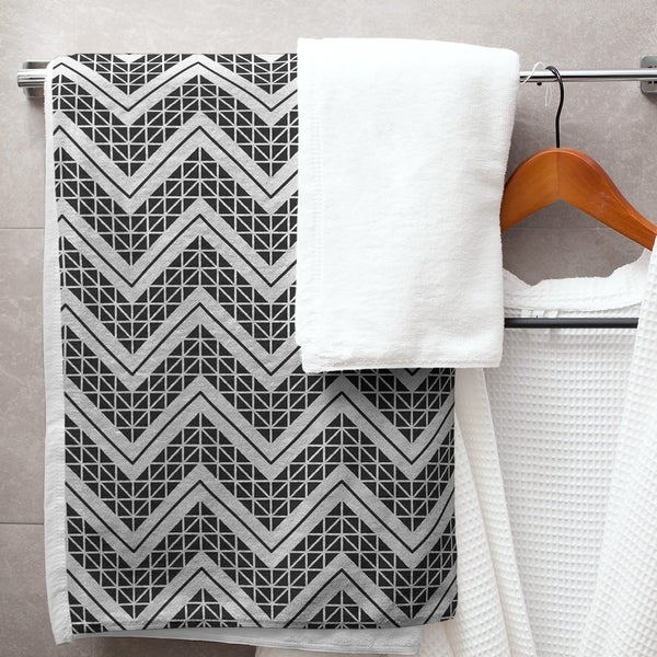 Reverse Classic Hand Drawn Chevrons Bath Towel - 30 x 60