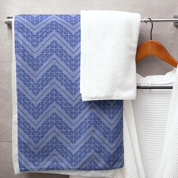 Reverse Monochromatic Hand Drawn Chevrons Bath Towel - 30 x 60