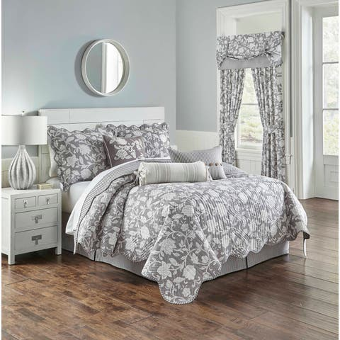 Waverly Stencil Vine Reversible Piece Quilt Set
