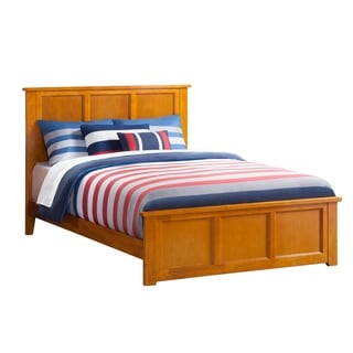 Madison Queen Traditional Bed with Matching Foot Board in Caramel