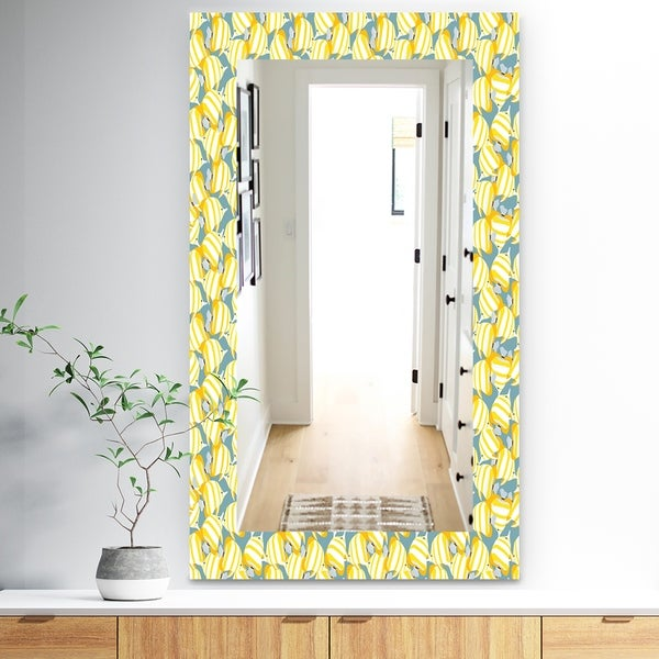 Designart 'Yellow Moods 21' Traditional Mirror - Wall Mirror - Gold