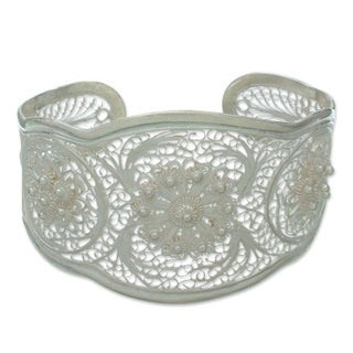 Handmade Eve's Garden Romantic Lace-like Floral Vintage Sterling Silver Filigree Wide Cuff Bracelet (Indonesi