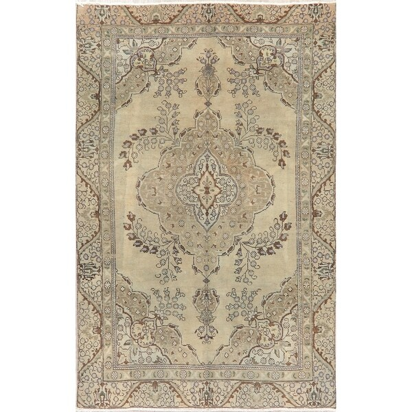 """Oriental Medallion Faded Distressed Hand-Knotted Persian Area Rug - 8'10"""" x 5'9"""""""