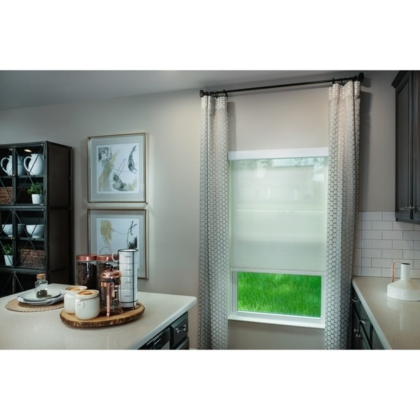 Exposé Window Shade in Linen or Cream with Valance. Opens flyout.
