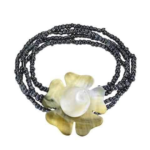 Handmade Stunning Ocean Flower Natural Seashell and Bead Floral Bracelet (Thailand)
