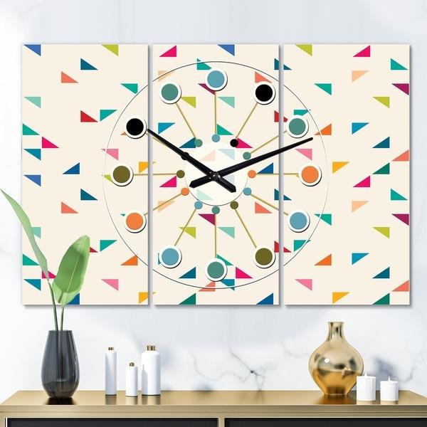 Designart 'Abstract Triangular Retro Pattern I' Oversized Mid-Century wall clock - 3 Panels