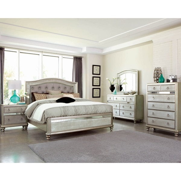 Luxe Metallic 3-piece Panel Bedroom Set with 2 Nightstands