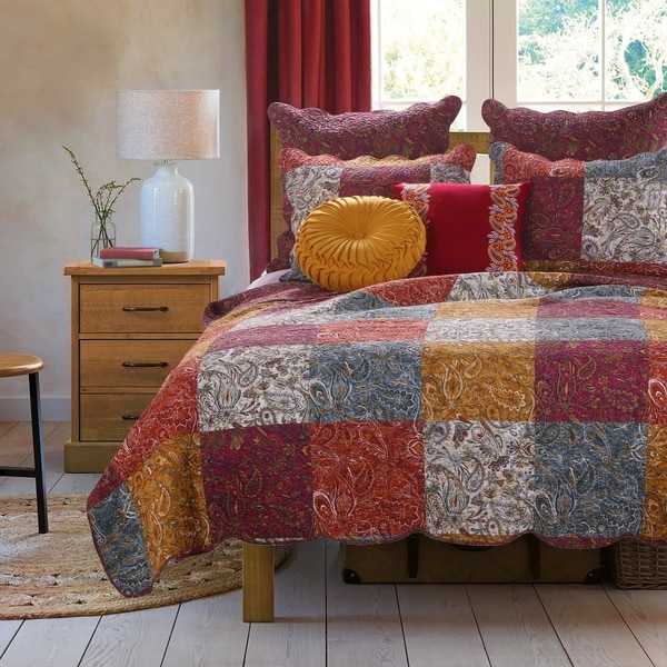 Porch & Den Merritt Spice Color Paisley Cotton Quilt Set
