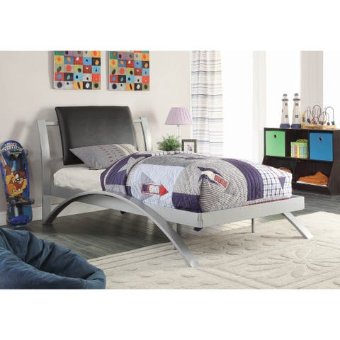 Asher Silver and Black 2-piece Upholstered Bedroom Set with Chest