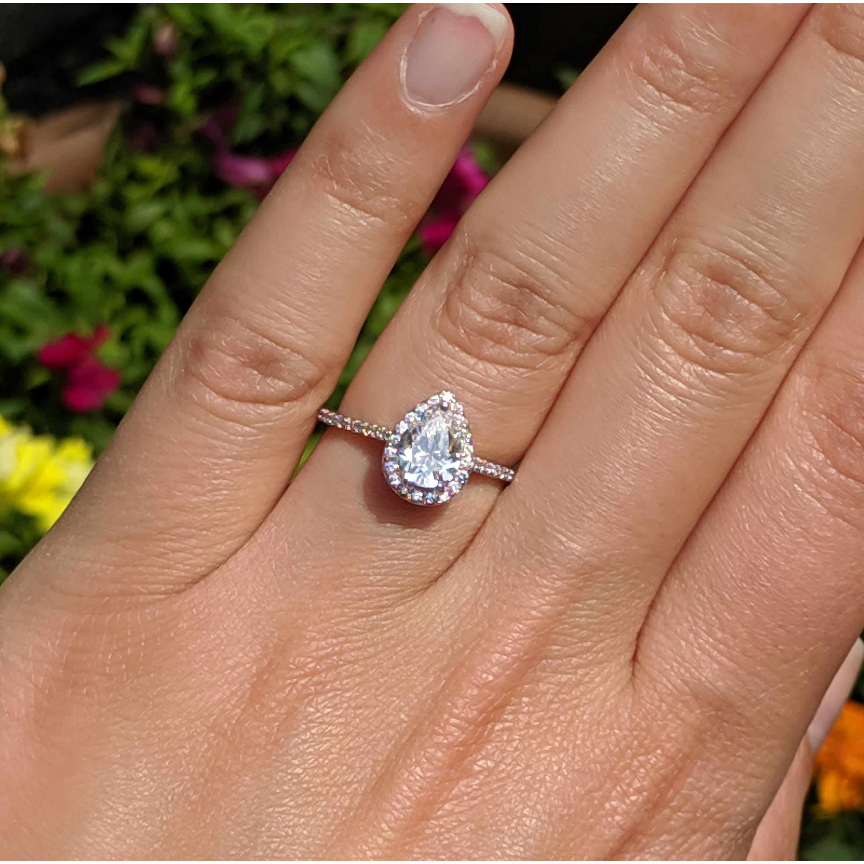 Shop Twobirch Classic Pear Shaped Diamond Halo Engagement Ring In 10k Gold 1 8 Ct G H I2 On Sale Overstock 28890546