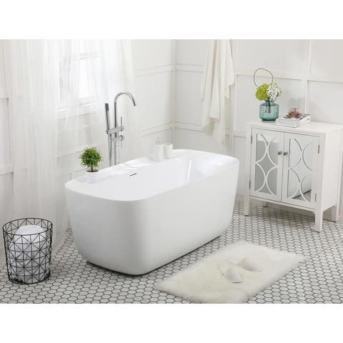 Soaking bathtub in glossy white