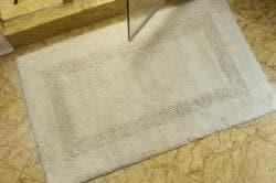 Safavieh Set of 2 Spa Collection 2400-gram Cream Non-slip Bath Mats
