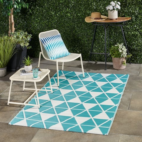 Alicante Outdoor Modern Scatter Rug by Christopher Knight Home - 4' X 6'
