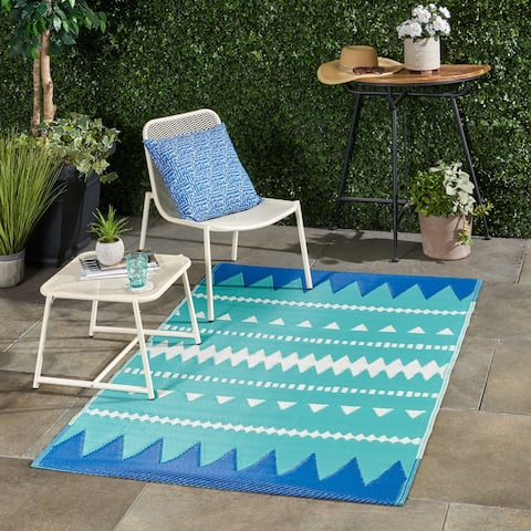 Vector Outdoor Boho Scatter Rug by Christopher Knight Home - 4' X 6'