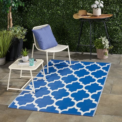 Anillo Outdoor Modern Scatter Rug by Christopher Knight Home - 4' X 6'