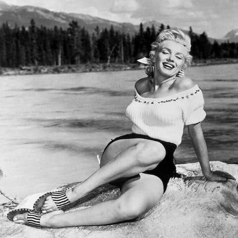 CANVAS Marilyn Monroe at the Beach