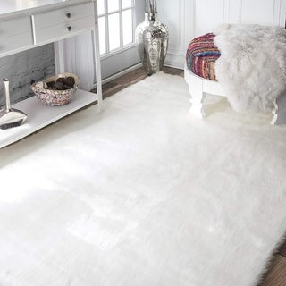 Silver Orchid Andral White Faux Sheepskin Soft Fluffy Area Rug - 3' x 5'