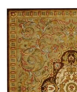 Safavieh Handmade Classic Royal Beige/ Olive Wool Rug (9'6 x 13'6) - Thumbnail 2