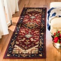 """Safavieh Handmade Classic Herize Red Wool Runner (2'3 x 10') - 2'3"""" x 10'"""