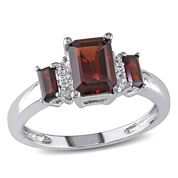 Miadora 10k White Gold Garnet Diamond Accent Ring (I-J, I1-I2)