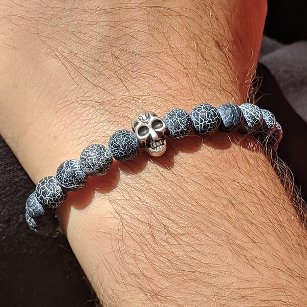 Beaded Agate Men S Bracelet With Bone Shaped Hook Clasp And Skull Beads Overstock 29746873