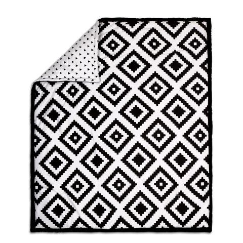 The Peanut Shell Tile Print Cotton Quilt in Black/White