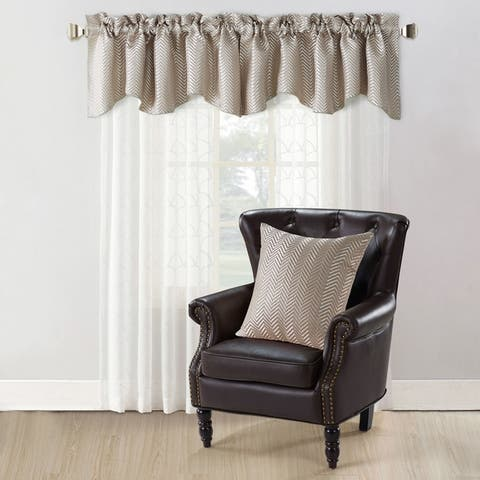 Copper Grove Hoorn Jacquard Valance and Pillow Sham 2-piece Set with Chevron Pattern