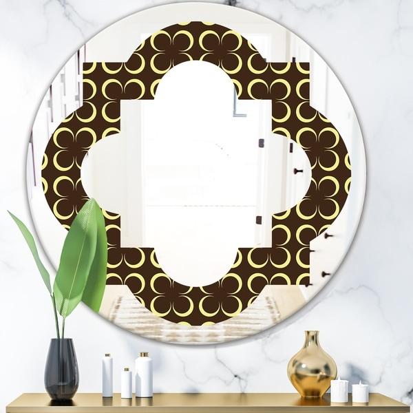 Designart 'Floral Retro Pattern II' Modern Round or Oval Wall Mirror - Quatrefoil