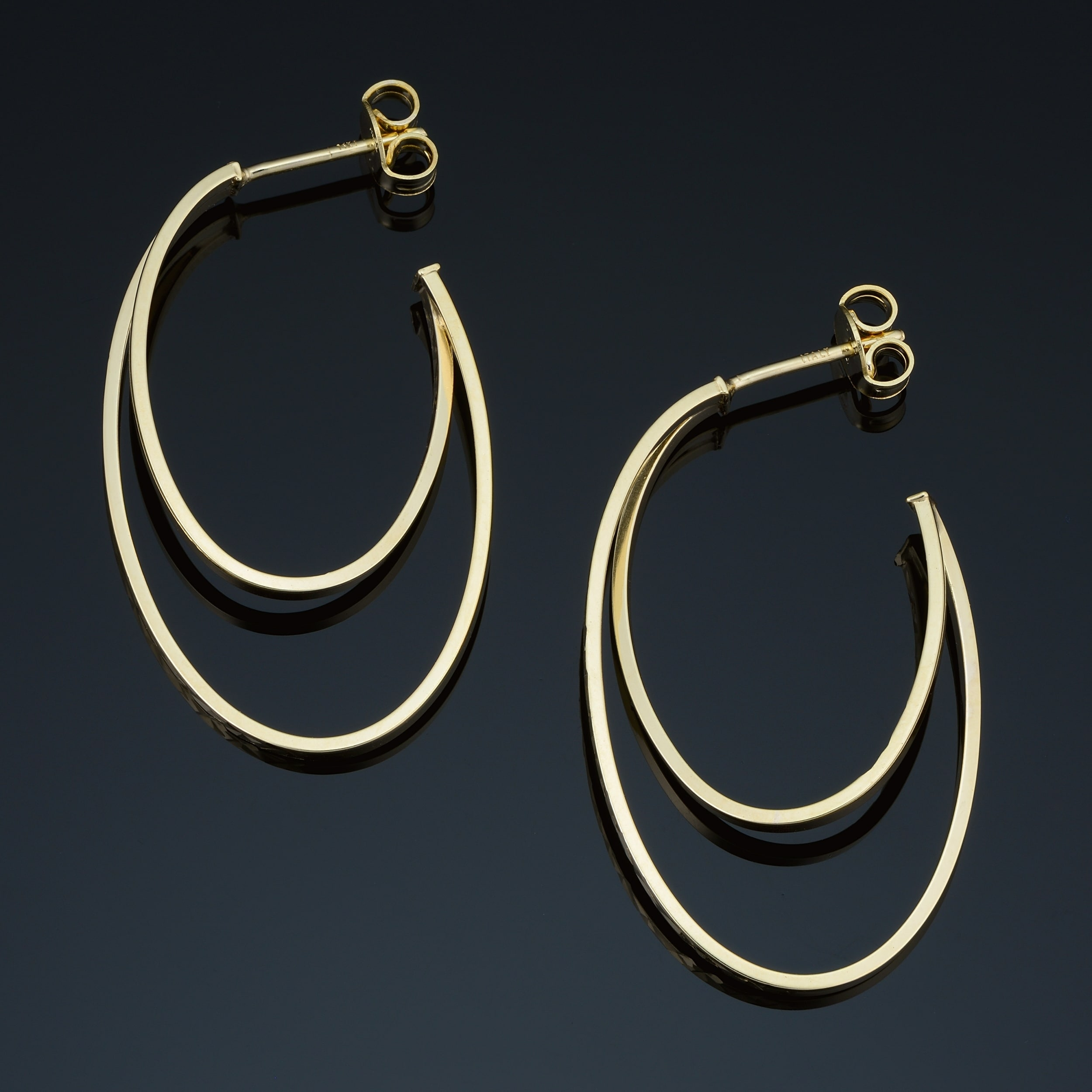 14k Yellow Gold Eye-Catching Graduated Oval Hoop Earrings