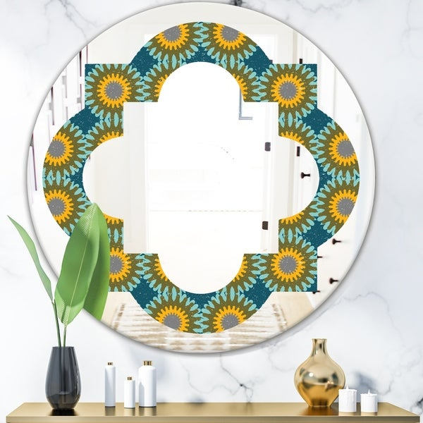 Designart 'Retro Circular Pattern I' Cottage Round or Oval Wall Mirror - Quatrefoil