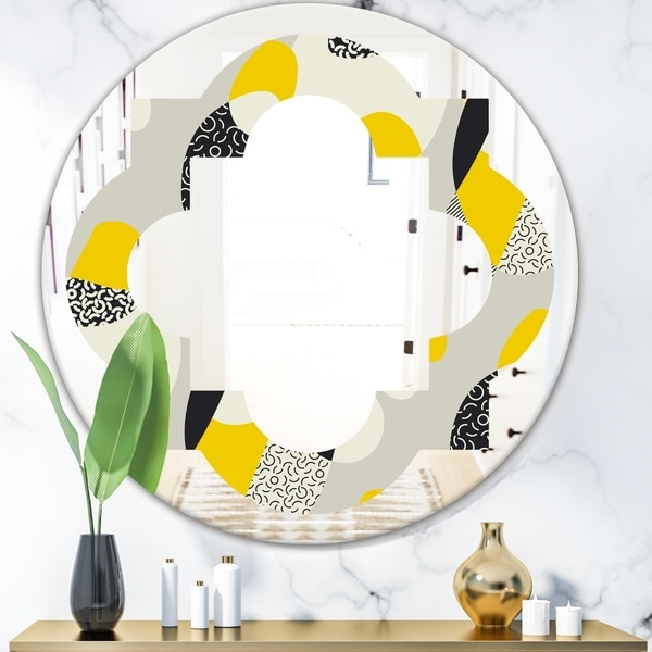 Designart 'Abstract Design Retro Pattern V' Modern Round or Oval Wall Mirror - Quatrefoil