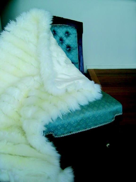 Bowron Sheepskin Minx and Sateen Throw - Thumbnail 1