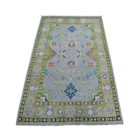 "Shahbanu Rugs Colorful Gray Fusion Kazak Pure Wool Geometric Design Hand Knotted Oriental Rug (4'0"" x 5'7"") - 4'0"" x 5'7"""