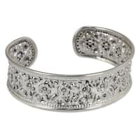 Exquiste Nature Traditional Handmade Floral Repousse 925 Sterling Silver Elegant Womens Slender Cuff Bracelet (Thailand)