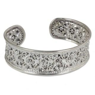 Handmade Exquiste Nature Traditional Handmade Floral Repousse 925 Sterling Silver Elegant Slender Cuff Bracelet (Thailand)