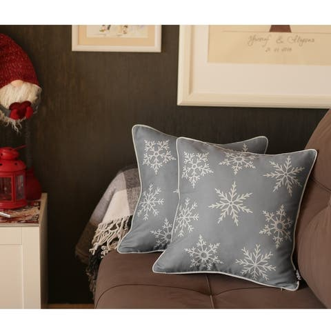 18-inch Snowflakes Winter Holiday Throw Pillow Covers (Set of 2)