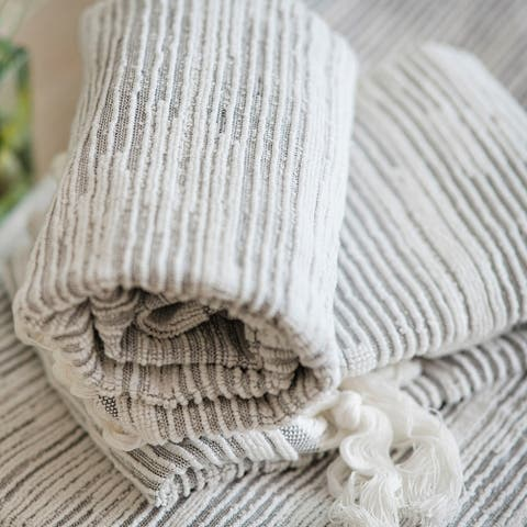 The Curated Nomad Vieng Textured Stripe Cotton Hand Towels (Set of 4)