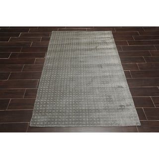 Hand Woven Wool Flatweave Oriental Area Rug (5'x8') - 5' x 8'