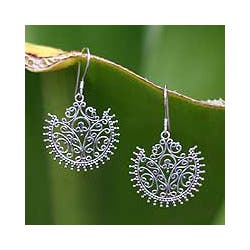 Sterling Silver 'Lace Fan' Earrings (Indonesia)|https://ak1.ostkcdn.com/images/products/3067475/Sterling-Silver-Lace-Fan-Earrings-Indonesia-P11204535c.jpg?impolicy=medium