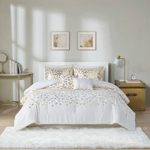 Intelligent Design Serena Metallic Animal Printed Comforter Set