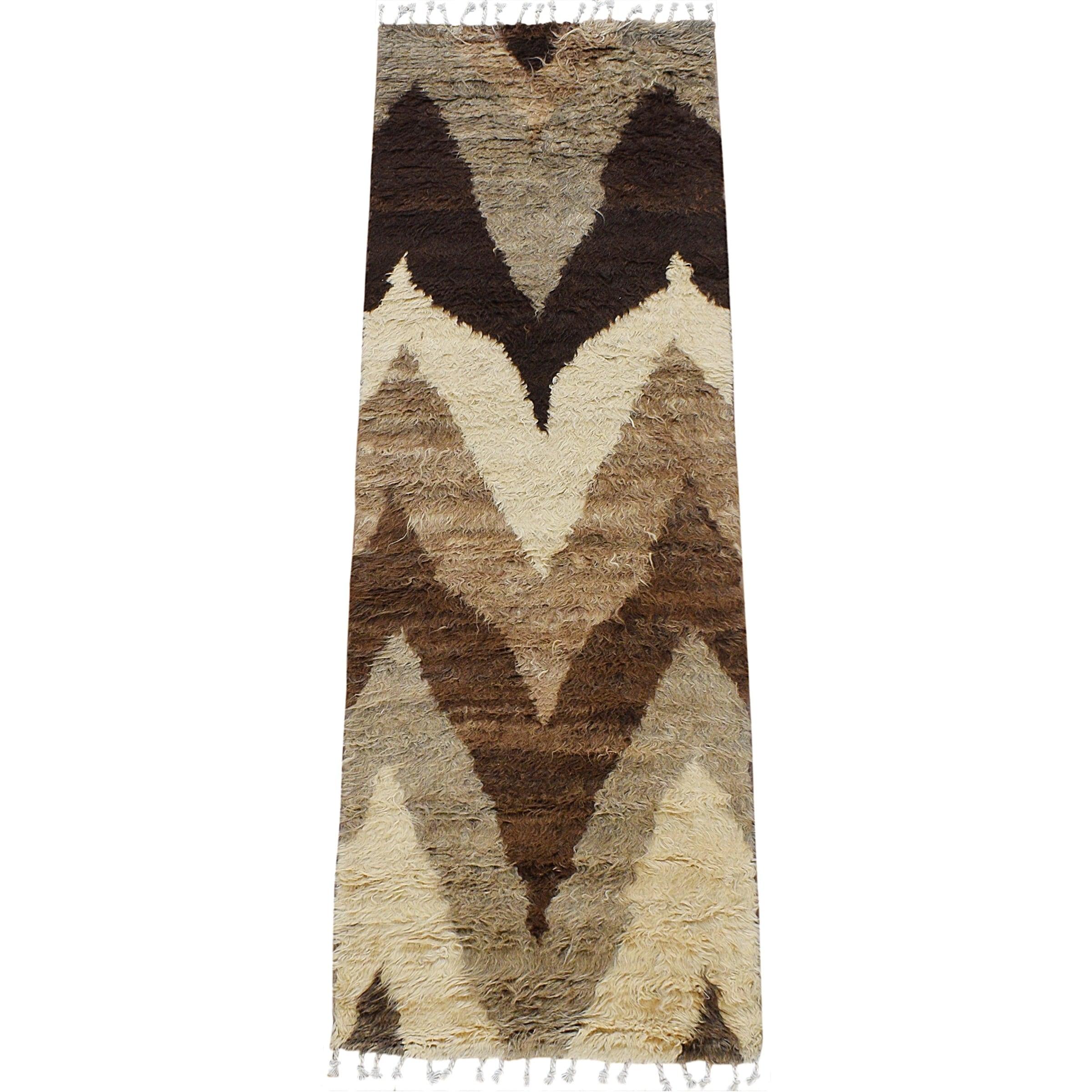 Image of: Shop Chevron Modern Plush Shaggy Moroccan Staircase Runner Rug Handmade 2 8 X 7 8 On Sale Overstock 30985098